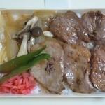 11237893 - 北海道豚炙り弁当 1000円