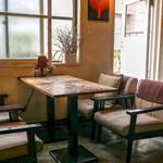 ミンガスコーヒー - テーブル席