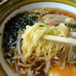 ラーメン匠 - スープによくからむちぢれ麺(味が良し)