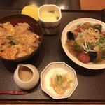 かごの屋 - 料理写真:小さめご飯セット C 小ぶり炙り鶏の親子丼とサラダそば  1177円 (税込)