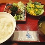 ナンクルナイサ きばいやんせー - 日替わりの定食の豚肉のシャリアピン風