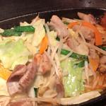 112401257 - 豚もつ野菜鉄板焼き