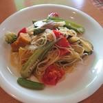 112407031 - 旬野菜の彩りが綺麗!トマトがめちゃ甘くて味も良かったです!