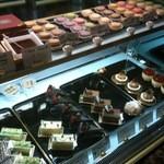 カフェドゥラプレス - ケーキ ショーケース