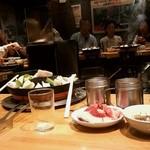 だるま - だるま本店@すすきの ジンギスカン鍋と店内の風景