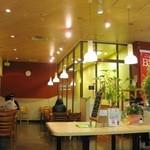 モスバーガー - 【2011-05-28】テーブル席(店内は分煙です)