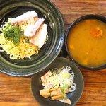 ラーメン屋一徹 - 一徹のつけ麺(カレー風味)+玉子