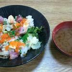 鮨芳 - 料理写真:おまかせ丼 税込800円