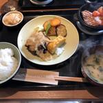 ミニヨン 坂ノ上 - よくばり定食