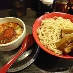 勢拉 - つけ麺(中盛・辛味増し・極太黒メンマトッピング・ネギ増し・胡椒一味唐辛子ニンニク一杯)