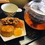 sakankissako - 新!薬膳飲茶膳セットのお茶と茶菓子