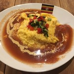 くるまり - 月替わりオムライス:ライスサラダとガスパチョの冷製オムライス(900円)