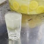 鼻知場商店 - ドリンク写真:冷やしレモン50円