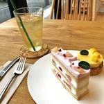 ラマルク - シロゴマンゴー、ラズベリーと桃のショートケーキとチャユアンのアイスティー(エキノックス)