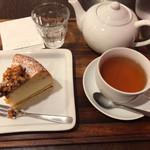 BRUNCH cafe AT HOME - 料理写真:ケーキと紅茶