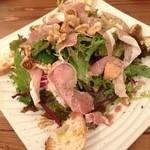 ビストロ カメレオン - 生ハムとイチジクのサラダ(890円)