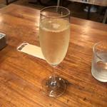 112460718 - スパークリングワイン 700円(税別)