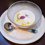 112461221 - とうもろこしの冷製スープ マスカルポーネのエスプーマのせ