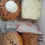 欧風ケーキ工房 かねもり - 料理写真:ネコのシュークリーム180円、モンブラン280円、シャンディ300円(全て税込)