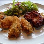 11247179 - 「カキフライと鶏南蛮のミックスフライ 自家製タルタルソース」です。