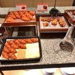 京都東急ホテル - パンも充実
