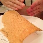 ビストロ カメレオン - チーズせんべい(520円)