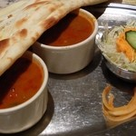 ガンディー - セットはスープとサラダ、気持ち程度のタマネギの漬け物(?)
