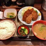 112484663 - 日替り定食 ヒレシソカツ、ささみフライ、ピーマン肉詰めフライ 850円