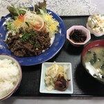 お食事処 隠れ家 - 料理写真:焼肉定食=800円