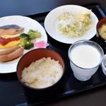 ホテルメッツ久米川 - 料理写真:朝食はバイキング 品数は少ない