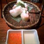 ベトナムフロッグ - 食べ放題の生春巻 くっついていて食べづらい 恐らく作り置きか