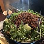 112506657 - 辛さが選べる台湾もつ鍋 辛さが3段階で選べます(^0^)b我々は真ん中にしましたが、これが通常の人にはベストだと思います◎野菜もちろん旨し♪台湾ミンチ旨し♪もつ旨し♪3拍子揃っています!!!旨みの溶け込んだスープは極上☆☆☆ 2019/03/16