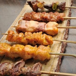 最上級の比内地鶏を使った焼き鳥は備長炭で丁寧に焼き上げます