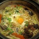 浪花うどん 満永 - 一人うどんすき鍋680円。カレーうどんの鍋より2回り位大きな鍋で登場。野菜を中心に具だくさんです。