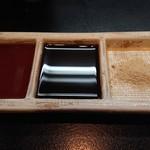 五源大喜 - ポン酢、ソース、昆布の効いた塩
