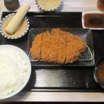 みな豚 - 特大ロースかつ定食 240g 1,890円(税別)。      2019.07.27