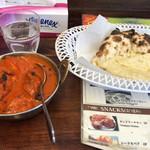 インド料理 SHIVA - バターチキンカレー1000円・チーズナン400円