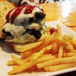 アッパーヤード - 料理写真:【トリプルダブルバーガー!!!】UPPER YARDのビッグフェイス。ビーフパティ3倍×チーズ3倍の迫力満点バーガーをどうぞ!