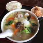 鼎きん源 - 料理写真:海鮮ラーメンセット 810円