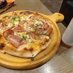 養老乃瀧 - ベーコンとチーズピザ