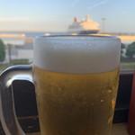 浜っこ食堂 - 海とフェリー観ながらの生ビール!