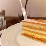 112529815 - エシレバターを使ったケーキ