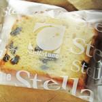 ステラリュヌ - ブランデーケーキ。