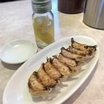 浜木綿 - ひと口餃子(ニンニク抜)390円税別   浜木綿特製レモン酢
