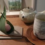 112532319 - 上生菓子と煎茶