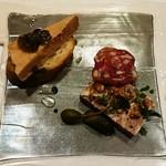 ビストロ アギャット - パテドカンパーニュ、フォワグラのテリーヌ青トマトのジャム添え、黒トリュフ入りのサラミ