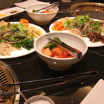 食楽苑 金魚 - 前菜とキムチ