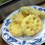 にしの - 野菜天ぷらの盛り合わせ180円