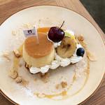 MOVE CAFE - 季節のフルーツとプリンのタルト(880円 +税)