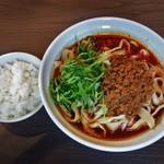 112543774 - 麻辣刀削麺(辛)、1000円。サービスライス付